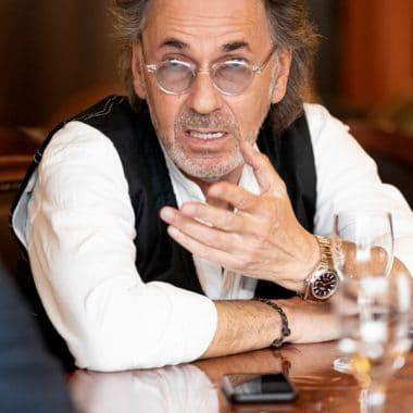 Moderator, Schauspieler und Musiker Hugo Egon Balder in einer Fotostrecke von Christian Holthausen. Celebrities, Celebrity, VIP, Promi, Prominent